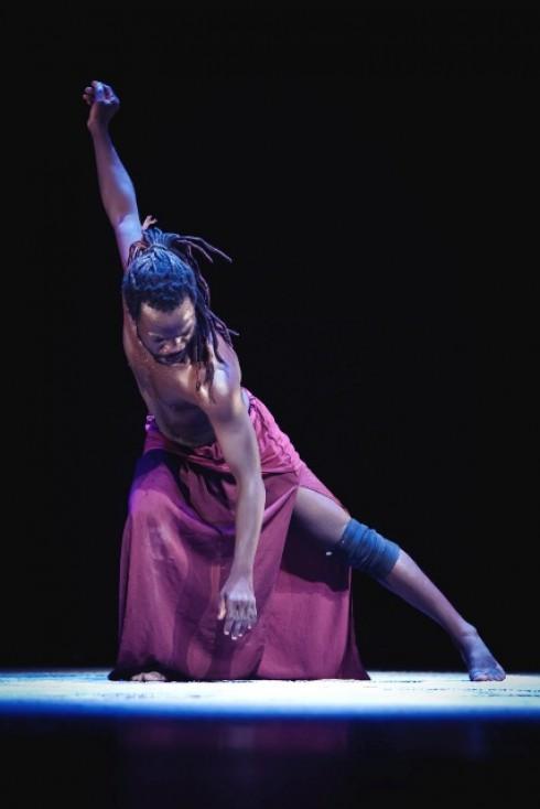 """Daara šokio trupė. """"Lašas iš niekur"""" (chor. M.Kouakou).  Donatos Kukytės nuotr."""