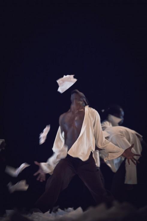 """Tchekpo šokio trupė. """"Trys lygiai"""" (chor. Tchekpo Dan Agbetou). Donatos Kukytės nuotr."""