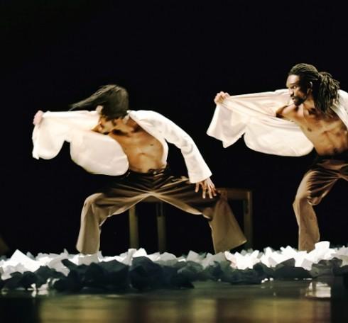 """Tchekpo šokio trupė. """"Trys lygiai"""" (chor. Tchekpo Dan Agbetou). Svetlanos Baturos nuotr."""
