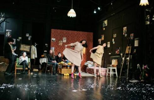 """Kauno šokio teatras """"Aura"""". """"Melancholijos dėžutė"""" (chor. Johannesas Wielandas). S.Baturos nuotr."""