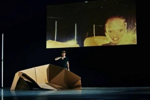 """""""Liquid Loft"""" trupė. """"Kalbančios galvos"""" (chor. Stephanie Cumming, Luke Baio). Svetlanos Baturos nuotr."""