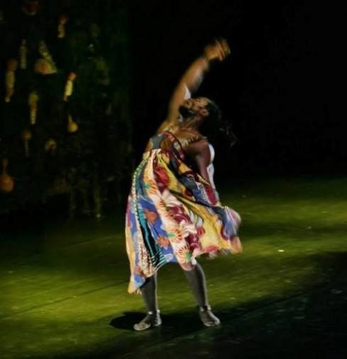 """Kaolack šokio trupė. """"Mano močiutės ašaros"""" (chor. Pape Ibrahima Ndiaye Kaolack). S.Baturos nuotr."""