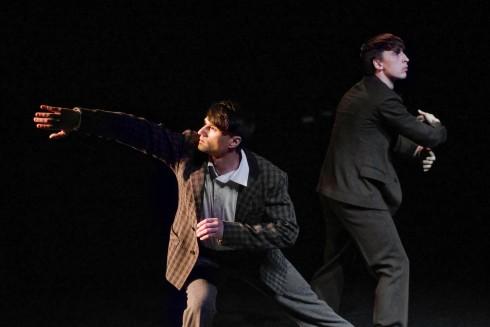 """Spektaklis """"Belaukiant Godo"""" (chor. Martynas Rimeikis). Nuotr. Dmitrijus Matvejevas."""