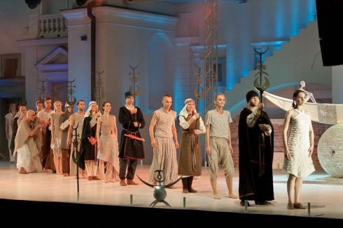 """""""Baltų genčių kostiumų pristatymas"""" (chor. Agnija Šeiko). Liaudies kultūros centro nuotrauka."""